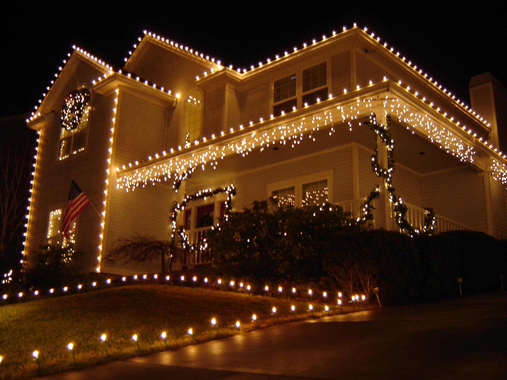 How to hang christmas lights - 665691_50195294